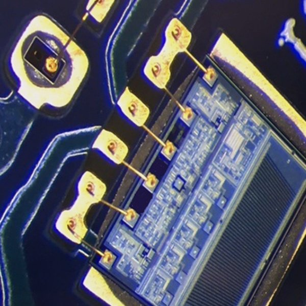 说明: Magnification of PCB Showing Black Pad